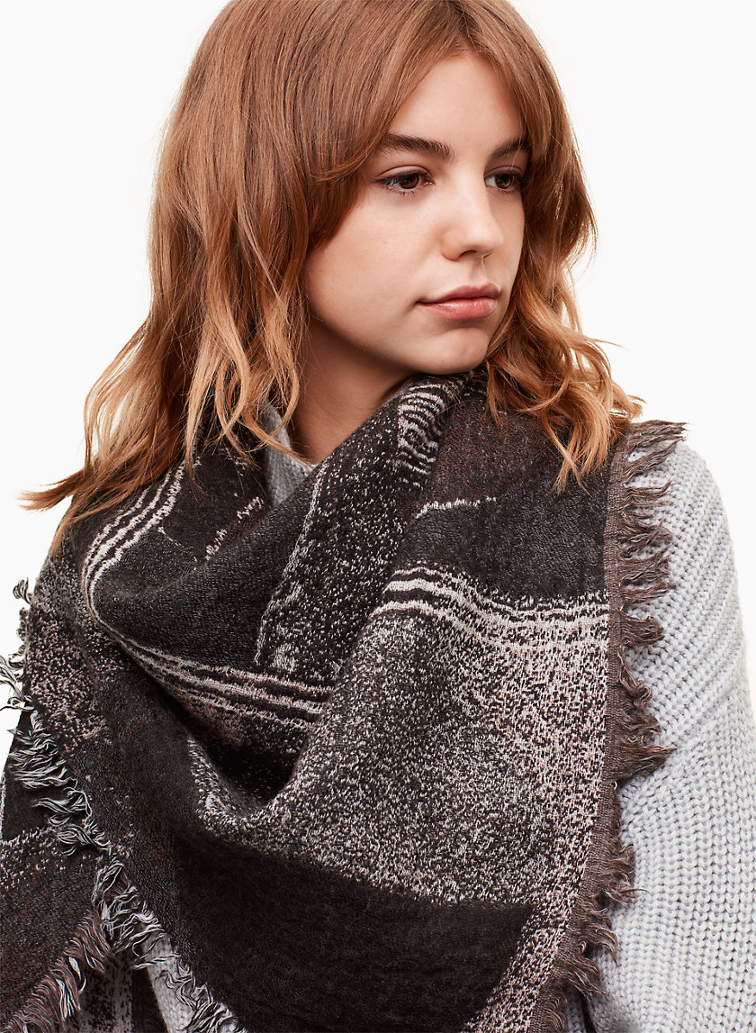 Wilfred FOULARD TRIANGULAIRE HAUS PARTY | Aritzia