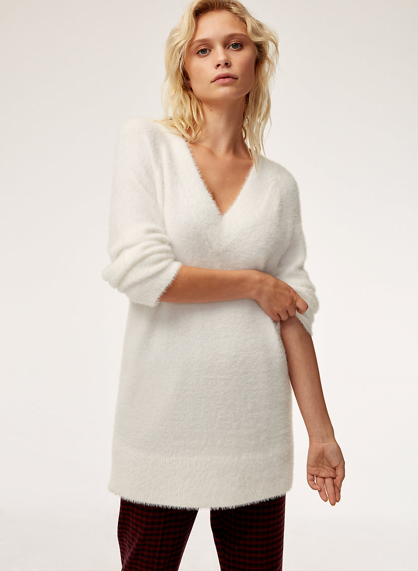 VERUCA SWEATER - Long, fuzzy V-neck sweater