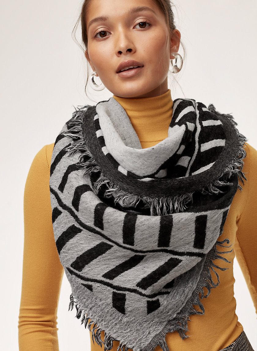 CROSS CHAIN SCARF - Patterned, wool triangle scarf