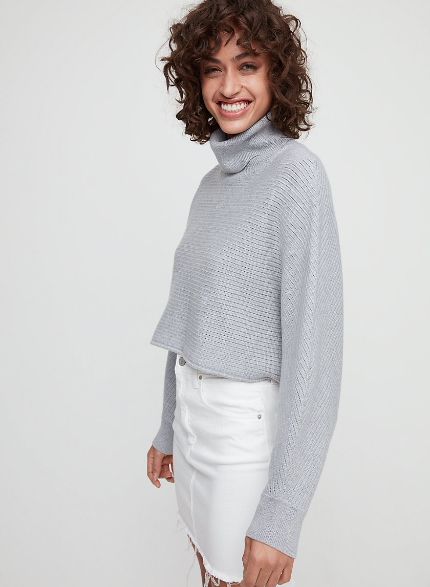 NAOMI SWEATER - Cropped, oversized turtleneck sweater