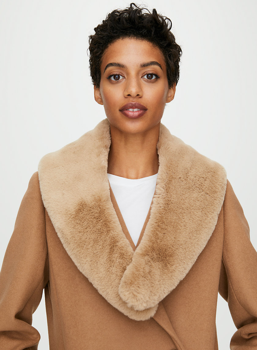 SHORT FAUX FUR COLLAR