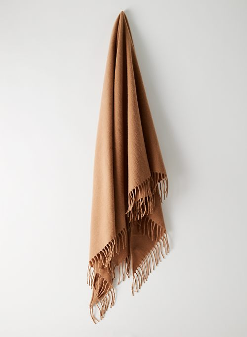 THE CLASSIC WOOL SCARF | Aritzia