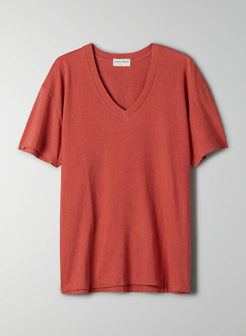 THE OVERSIZED V-NECK TEE - Oversized V-neck t-shirt
