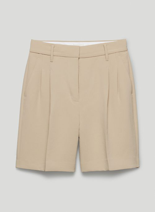 """EFFORTLESS SHORT 7"""" - High-waisted, pleated shorts"""