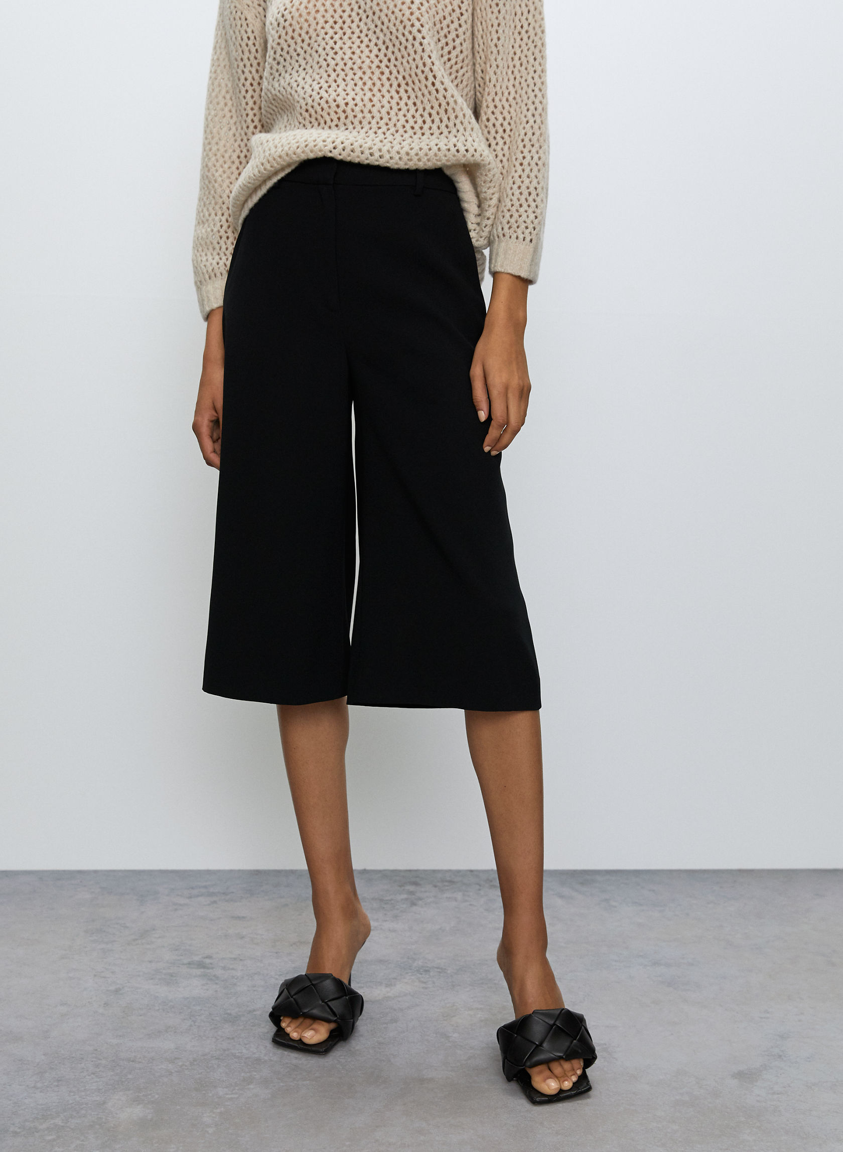 SERIF SHORT - Long wide-leg short